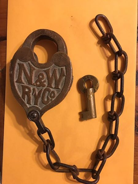 nw-heart-lock-antique